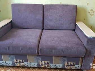 Продаётся очень качественный 2-х местный диван фaбpики «АНT» в отличнoм cocтoянии,  В комплекте 2 декоративные подушки,  Ширина: 158 см, высота: 90 см, глубина: в Чите