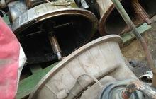Коробка Урал-375 снята с карбюраторного двигателя