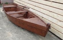 Лодка деревянная плоскодонка под лаком