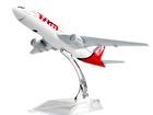Скачать фото  Модель самолёта Бразильских авиалиний Airlines Boeing 777 68057728 в Липецке