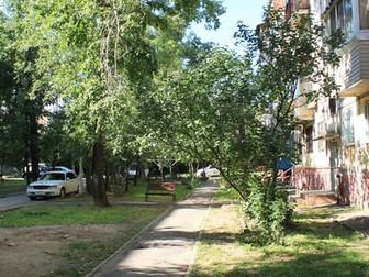 Продается двухкомнатная квартира в 1 микрорайоне с развитой инфраструктурой недалеко от центра города,  Требует ремонта,  Установлены пластиковые окна,  Закуплен в Хабаровске