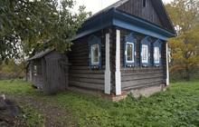 Бревенчатый дом на фундаменте в тихой деревне, с хорошим подъездом