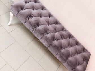 Продаю диван (160*85*60) и банкетка (120)Состояние идеальное в каретной стяжки со стразами, в очень красивом цвете пудрова-серо-сиреневый в Коврове