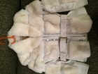 Фото в Одежда и обувь, аксессуары Женская одежда продам натуральную белую кожанную куртку в Красноярске 7000