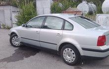 Volkswagen Passat серебряный седан, 1999 г