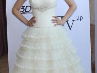 Уникальное фото  свадебное платье прямого силуэта 40053944 в Москве