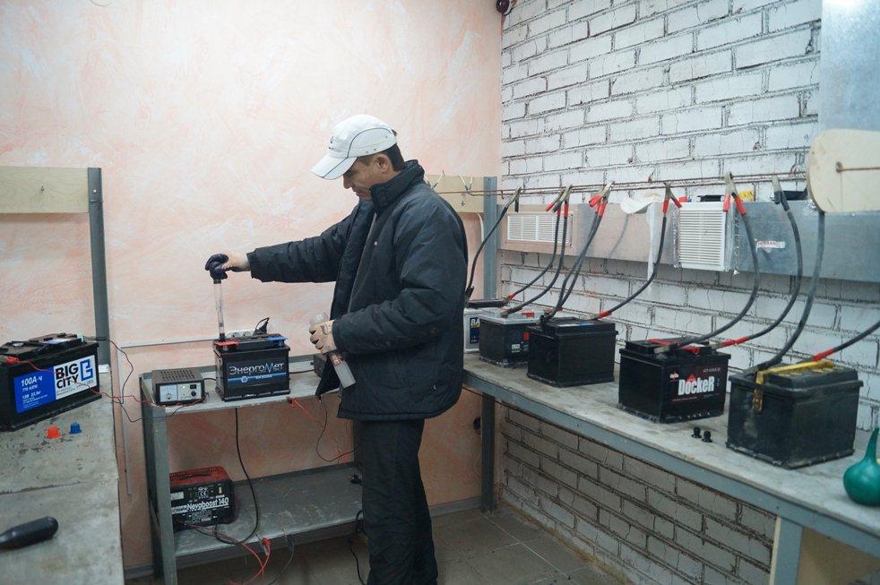 Право проводить обслуживание аккумуляторных батарей и зарядных устройств