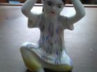 Просмотреть изображение Коллекционирование Статуэтка Узбечка, одевающая тюбетейку 1952 37697807 в Москве
