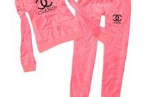 Женский спортивный костюм от Chanel