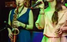 Саксофонистка на мероприятие