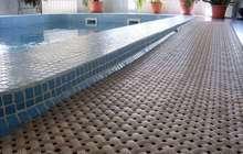 Напольное покрытие для мягкого пола сеточкой для бассейна или аквапарка