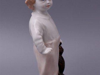 Смотреть фото  Статуэтка Мальчик с мишкой, ЛФЗ, 1940-50 г, 32309991 в Москве