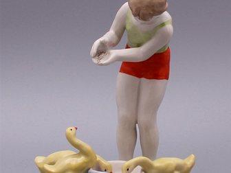 Скачать изображение  Статуэтка Девочка с гусятами, Дулево, 1950-60 г, 32356096 в Москве