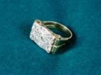 Увидеть foto Ювелирные изделия и украшения Срочно продам кольцо 32620849 в Москве