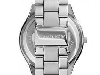 Скачать фотографию  Часы женские Michael Kors Runway, серебряные 34752017 в Москве