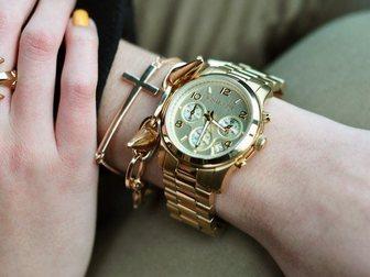 Смотреть фотографию Часы Часы женские Michael Kors, золотые 34752240 в Москве