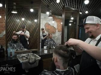 Смотреть фотографию Стоматологии Мужская парикмахерская APACHES 35338004 в Москве