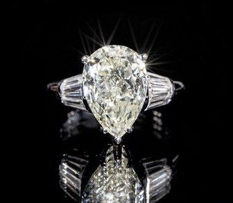 Фото в   Продаю кольцо из белого золота с 7 бриллиантами в Москве 900000