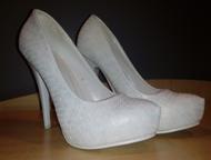 продам красивые туфли Красивые, белые туфли с золотым отливом, очень удобные. 37
