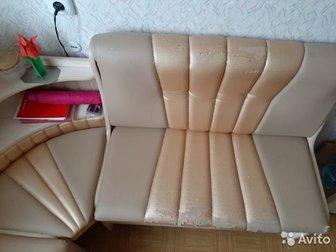 Кухонный диван 110*150см,  Высота 86 см,  Сидушки открываются и там есть место для хранения всякого нужного хлама,  Эко кожа на сидениях и спинках трескается и крошится, в Нижнем Тагиле