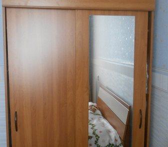 Фото в Мебель и интерьер Мебель для спальни продается шкаф-купе с зеркалом в отличном в Ноябрьске 8000