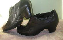 Продам туфли деми новые