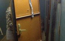 Вывозим старые стальные двери