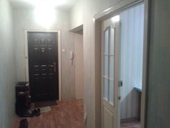 Просмотреть изображение Комнаты Сдам комнату 17 кв, м в трёхкомнатной квартире 36164792 в Новосибирске