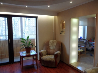 Просторная уютная, светлая и очень солнечная квартира,  ждёт своего нового хозяина, \nТрубы, стояки и радиаторы отопления новые Refar (Италия) с возможностью регулировки в Новосибирске
