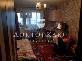 Предлагается теплая, светлая комната 15,9 м2, с большой лоджией 3,7м2, в трехкомнатной квартире,  Отличное местоположение: рядом магазины, спортивный комплекс  в Новосибирске