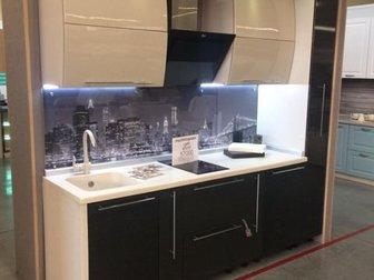 Продаем выставочный образец кухонного гарнитура в виду обновления модельного ряда,  Стоимость указана без бытовой техники,  Стильный и современный гарнитур со скидкой в Новосибирске