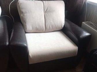кожанок кресло в отличном состоянии,  Габариты Высота-950 Ширина-670Глубина-900 в Новосибирске