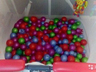 Детский манеж б/у с шариками,  Очень устойчивый! Складывается книжкой, Состояние на 4 (из 5) - главный минус одна половина дна немного прогнулась, из-за этого лопнула в Новосибирске