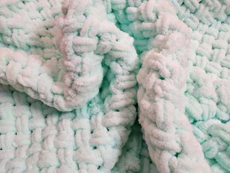 Мягкие детские пледики из гипоаллергенной пряжи , отличный вариант как подарок на рождение малыша, на день рождения или любой другой праздник, так же можно использовать в Новосибирске