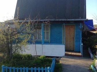Пожилые милые соседи со всех сторон,  На даче вырыт колодец с погружным насосом,  Проведена поливочная Вода но отключена за ненадобностью,  Ранетка кусты смородины, в Новосибирске