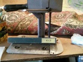 Швейная прямострочная машина - автомат( обрезает нить),  оверлог пятинитка,раскройный нож ЭЗМ-4, Все в хорошем состоянии, в Новосибирске