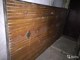 Дверь самодельная, советских времён,  Очень толстый металл 3-4 мм,  Короб с петлями все из железа,  Размеры: дверь - 208*95 см, короб 215*96,5,  Ключей нет,  Замок в Новосибирске
