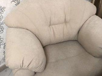 Материал обивки: велюр светлый антивандальныйДополнительно к креслу идет диван-кровать 1,7х2,8 Цена 48000 руб, Спальное место: 1,2 х 2,1Раскладной механизм «дельфин»Материал в Пензе