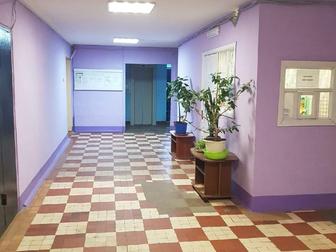 Уютная комната на девятом этаже в общежитии секционного типа, у нас чистота и в подъезде и на этаже, новый лифт, приятно пахнет, на первом этаже консьерж круглые в Перми