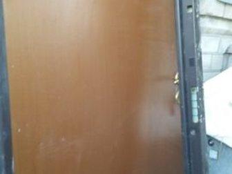 Металлическая дверь с наполнителем, горизонтальными ригелями, сейфовым замком, разборной коробкой без порога и щеткой в нижней части дверного полотна,  Со сменными в Пятигорске