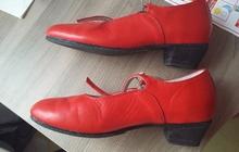 Продаю красные концертные туфли на девочку новые