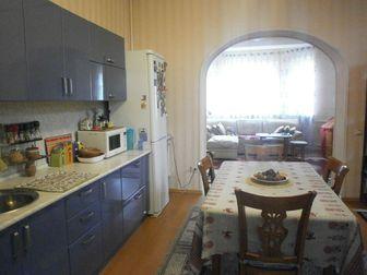 Продается новый дом с ремонтом в районе конечной остановки 15 автобуса,  В доме три спальни, кухня-студия, прихожая с теплым полом, два санузла, котельная,  Во дворе в Ростове-на-Дону
