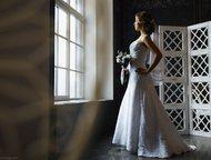 Кружевное свадебное платье со шлейфом Классическое свадебное платье с небольшим
