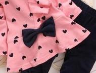 Комплект для девочки розовый с сердечками Продам: Комплект для девочки розовый с сердечками и бантиком, элегантный, новый, Размер: 3Т (рост 95-100). М, Санкт-Петербург - Детская одежда