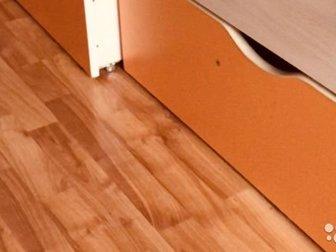 Продается кровать с ортопедическим матрасом 1,90*80 с вместительными ящиками оранжевого цвета в отличном состоянии, есть еще платяной шкаф с пеналом в Уфе
