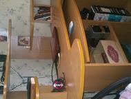 продам угловой компьютерный стол,в отличном состоянии Угловой компьютерный стол